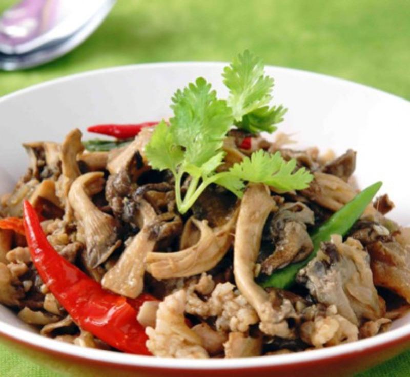 Kui Hed Lom (Stir-fried Mushroom)