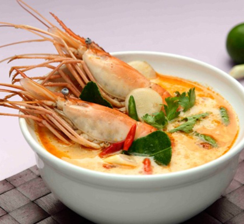 Tom Yum Goong (Spicy Prawn Soup with Milk and Chili Paste)