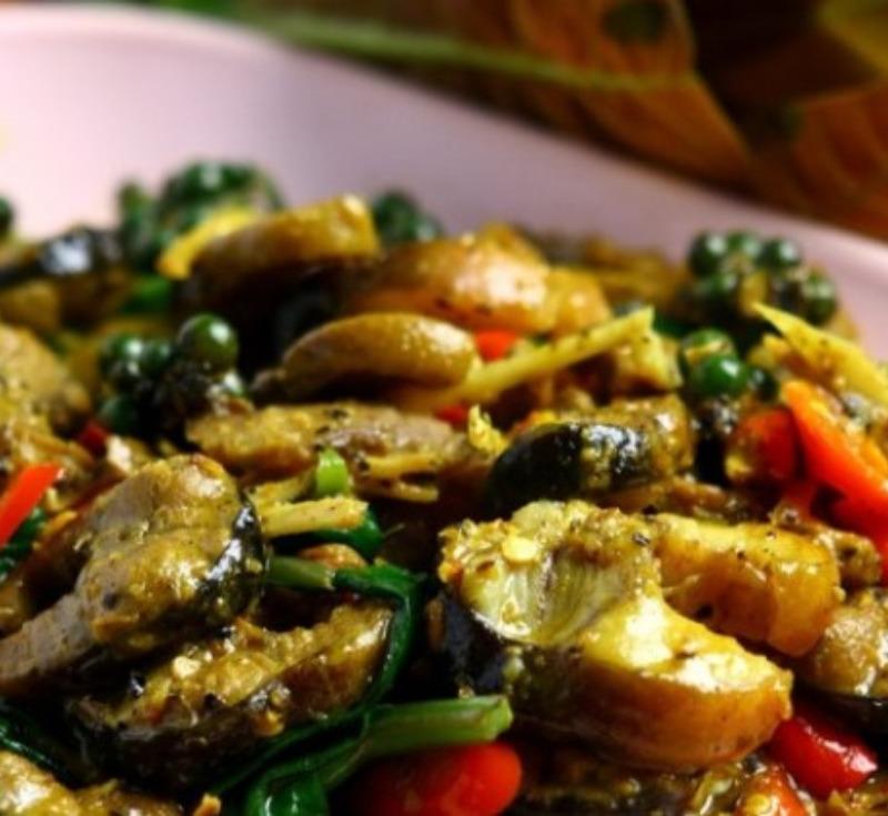 Pad Phad Pla-Lai Prik Kaeng Tai(Stir-Fried Eels with Southern Curry Paste)