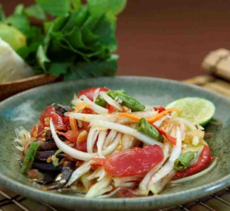 Som Tom Pu (Spicy Papaya Salad with Salted Crab)
