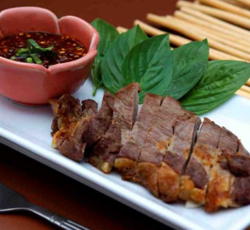 Nue Yang Jim Jao (Grilled Beef with Dipping Sauce)