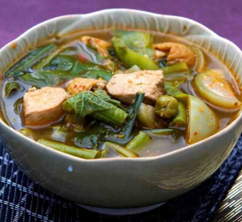 Gaeng Khae (Chicken Curry with Vegetables)