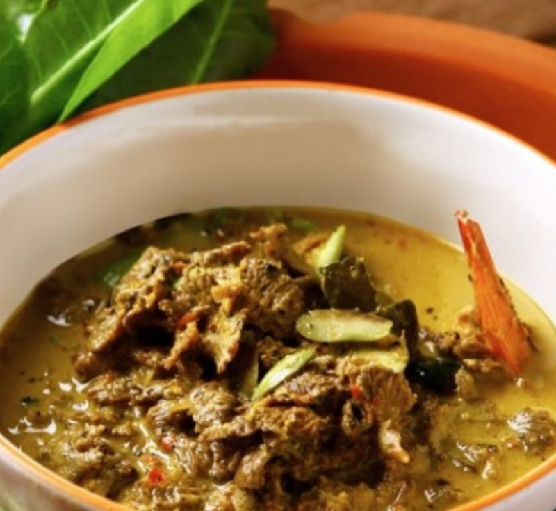 Gaeng Hed-Kleng Goong (Curry with Stink Beans and Split Gill Mushrooms)