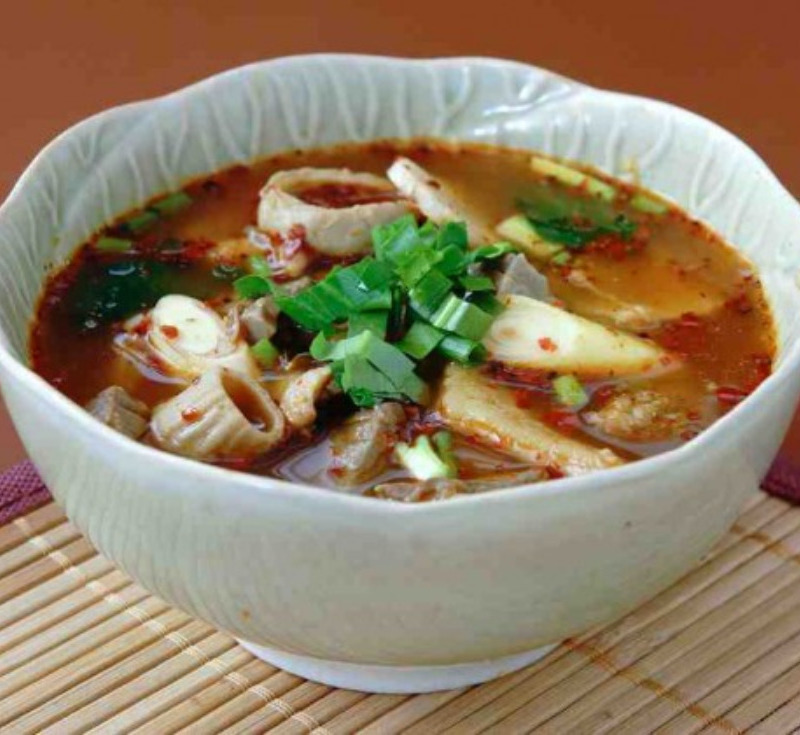 Tom Kuen Nai-Wou (Spicy Soup with Beef Offal)