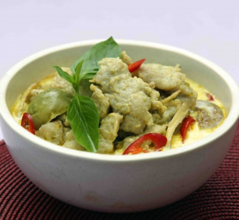 Gaeng Kiew Wan Luuk Chin Plaa Kay (Green Curry with Fish Balls)