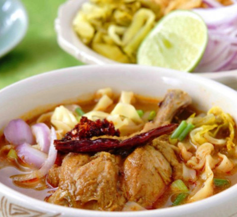 Khao Soy Kai (Chicken Curry Noodle with Pickled Lettuce)