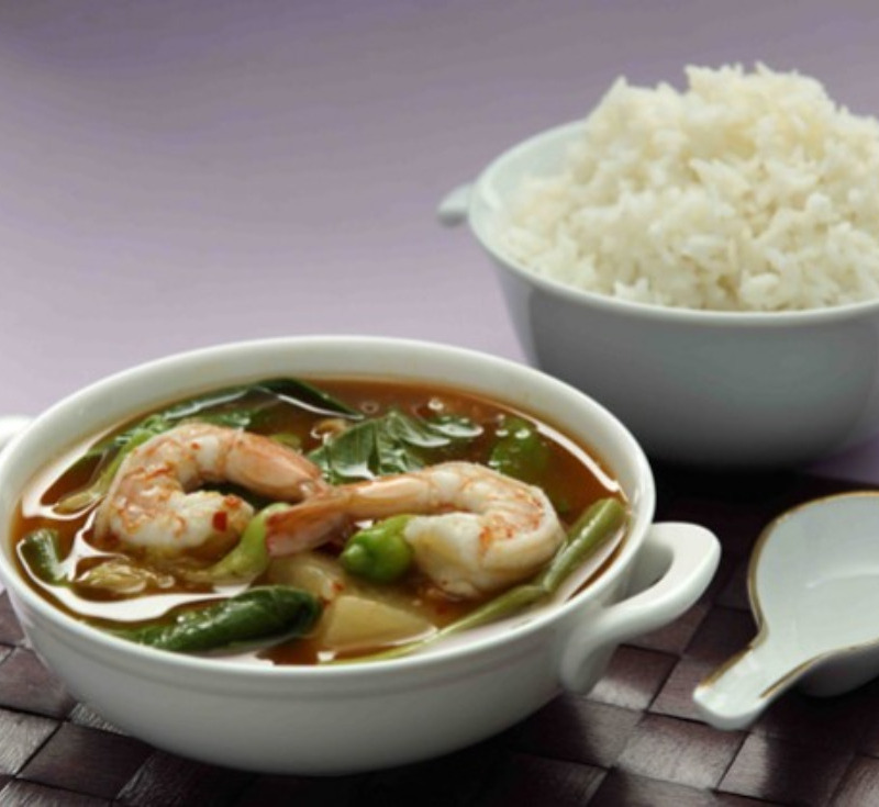 Gaeng Som Goong Phak – Ruam (Sour Curry with Prawns and Mixed Vegetables)