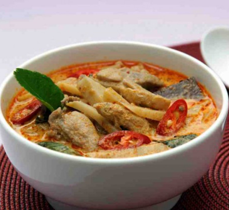 Gaeng Phed Gai Nor Mai (Red Curry with Chicken and Bamboo Shoot)