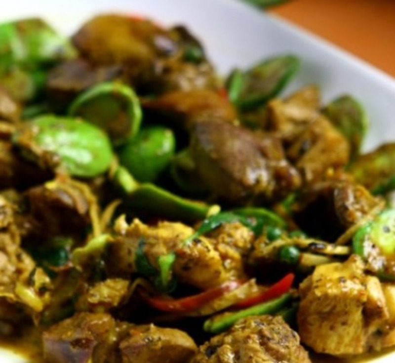 Gai Baan Pad Prik Sataw (Stir-Fried Chicken with Curry Paste and Stink Beans)