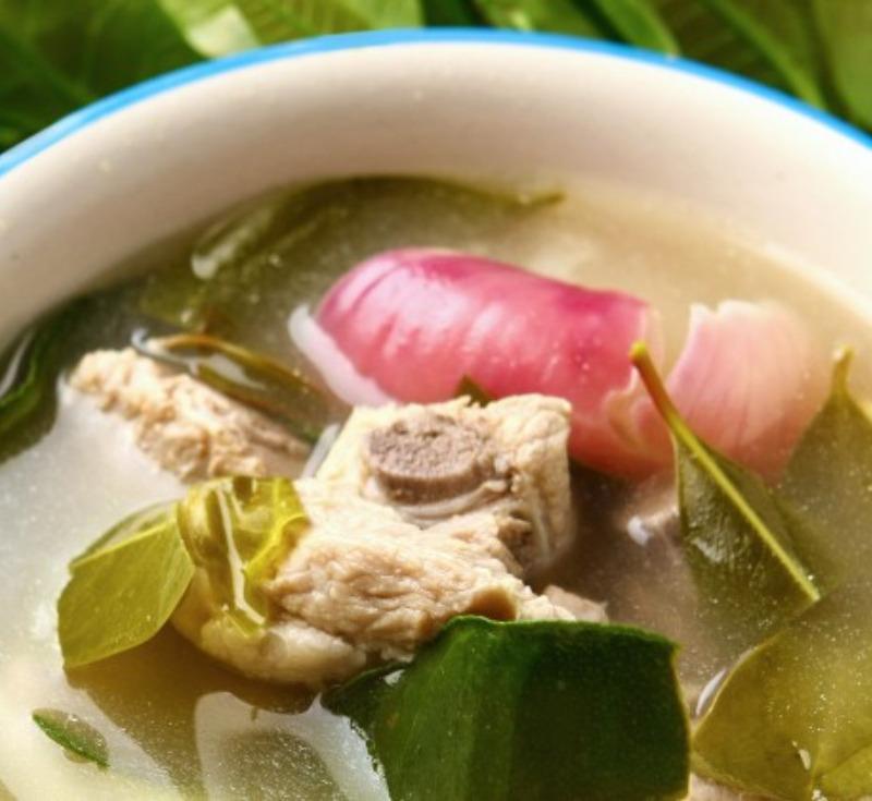 Tom Ga-Dook Moo Bai Cha-Moung (Short Ribs Soup with Cha-Moung Leaves)