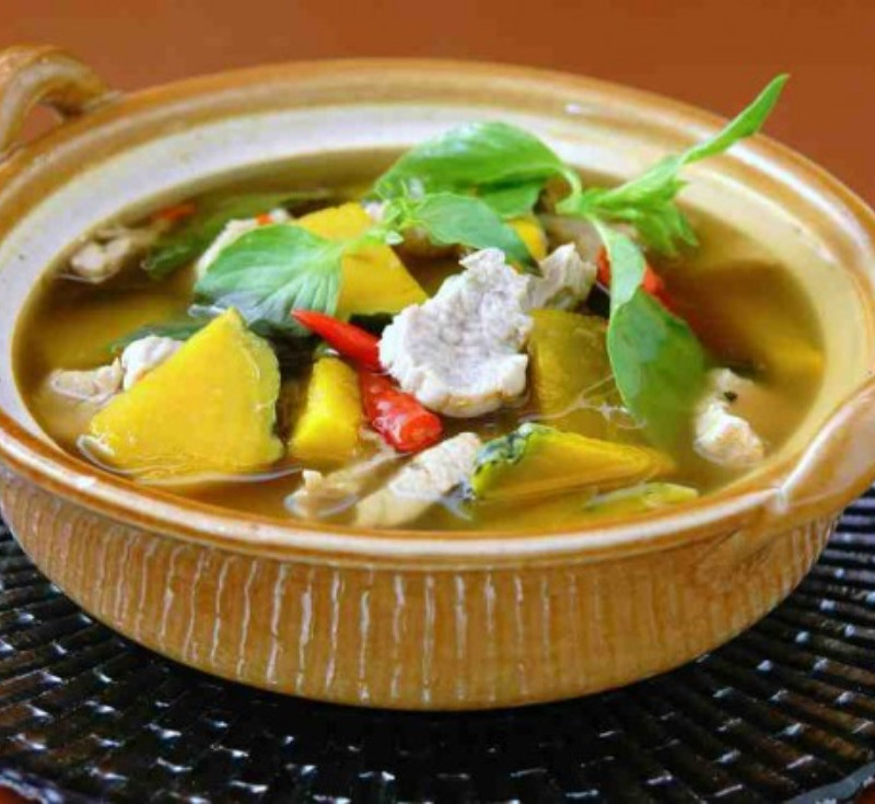 Gaeng Nuea Fak-Thong (Thick Soup with Beef and Pumpkin)