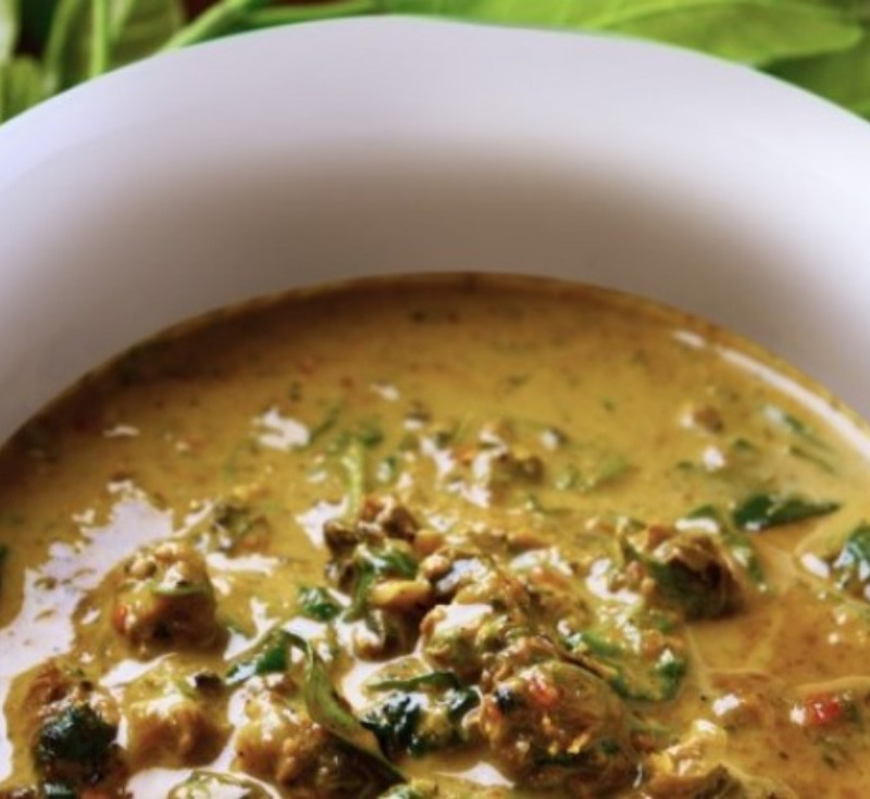 Gaeng Kui Hoi-Khom (Freshwater Snail in Red Curry)