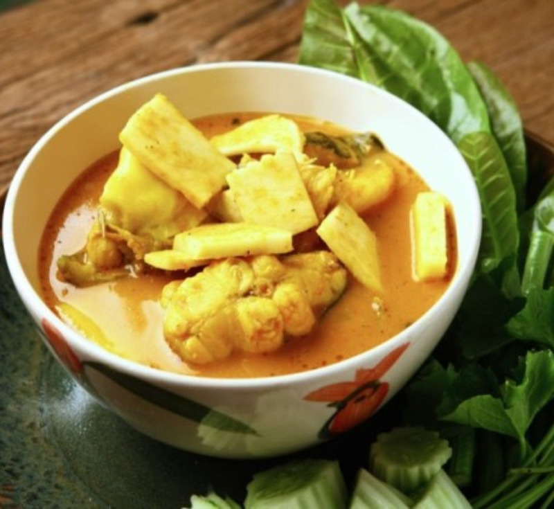 Gaeng Som Pla-Kod Yot-Maphrao (Sour Curry with Skinned Catfish and Coconut Palm Tip)