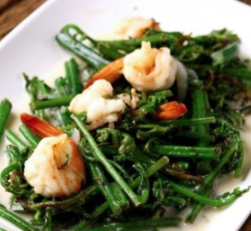 Phak Kood Luak Kati (Stir-Fried Vegetable Fern with Coconut Cream)